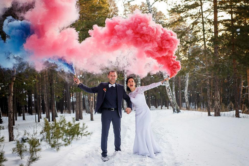 цветной дым на свадьбе зимой