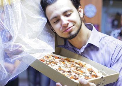 женился на пицце город Томск - самые странные пары мира