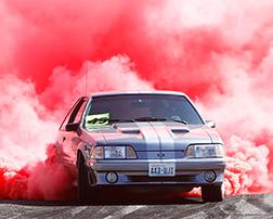 применение цветного дыма с фото авто