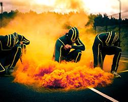 применение цветного дыма в шоу программах