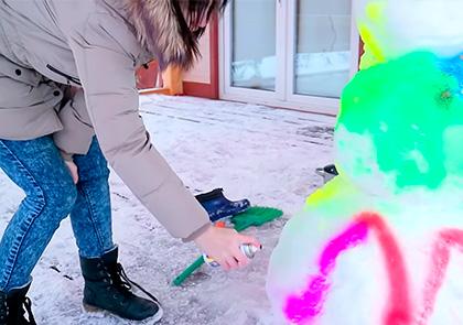 Как разукрасить снеговика цветной краской waterpaint