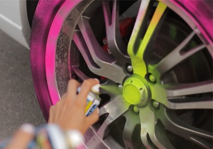 разрисовка кабриолета в летнем клипе лав стори Саша + Алеся