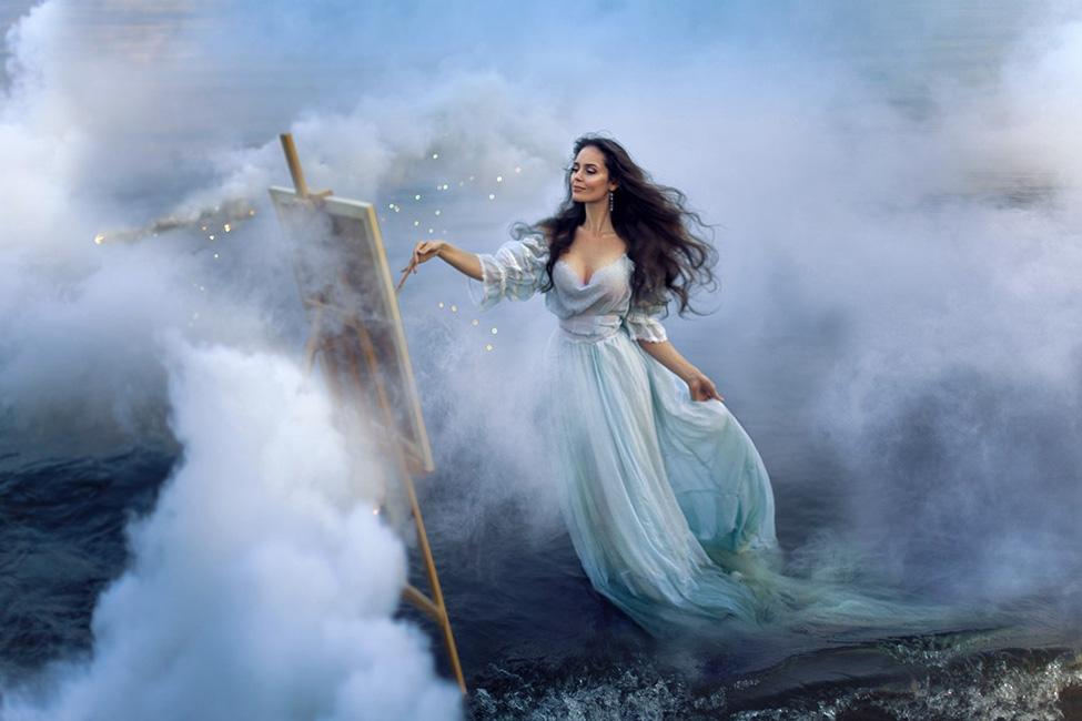 Сказочная фотосессия в образе художницы с белым дымом