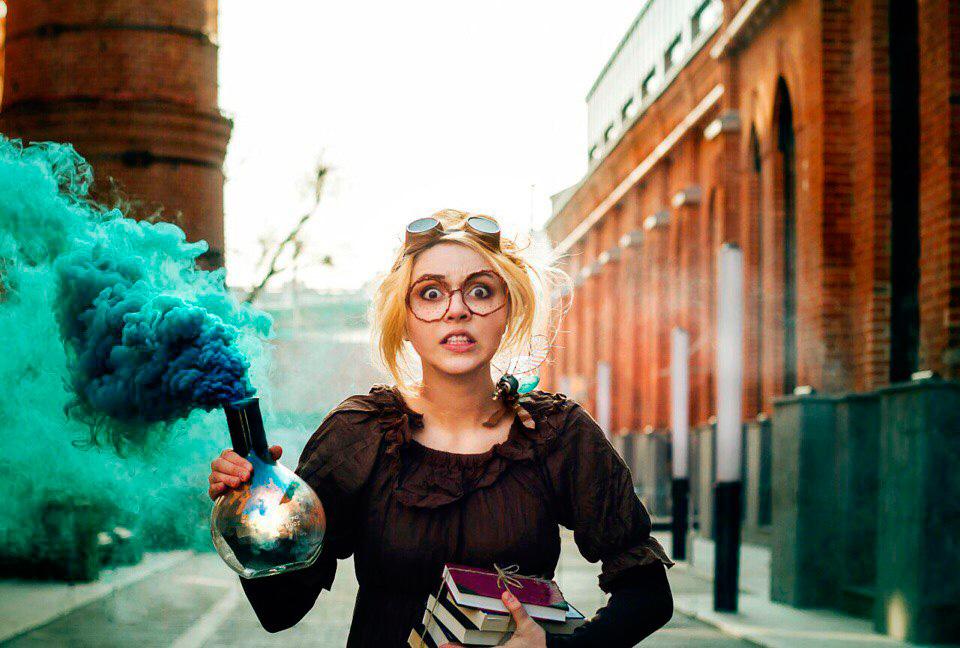 Сумасшедший ученый Лиза Маркова или ученый с цветным дымом из колбы