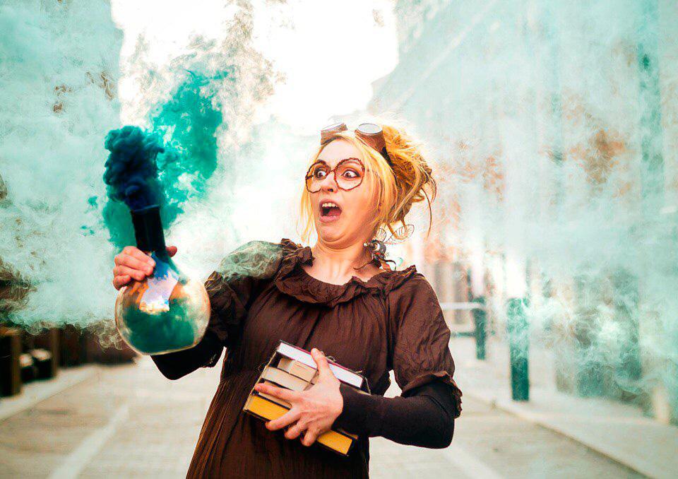 Сумасшедший ученый Лиза Маркова или ученый с цветным дымом из пробирки