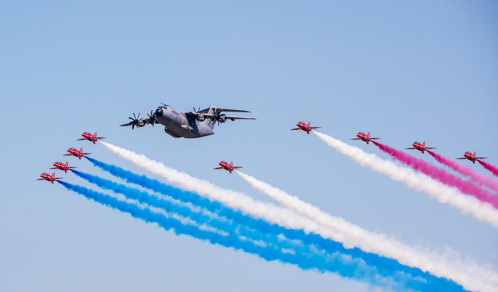 самолеты с цветным дымом